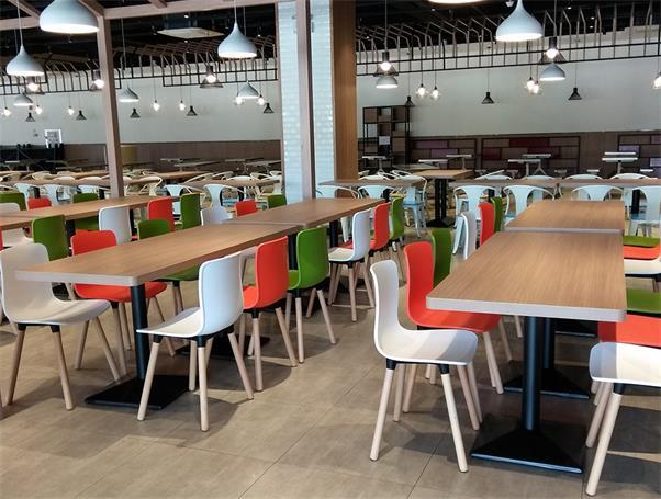 湖南高校食堂餐桌椅.jpg